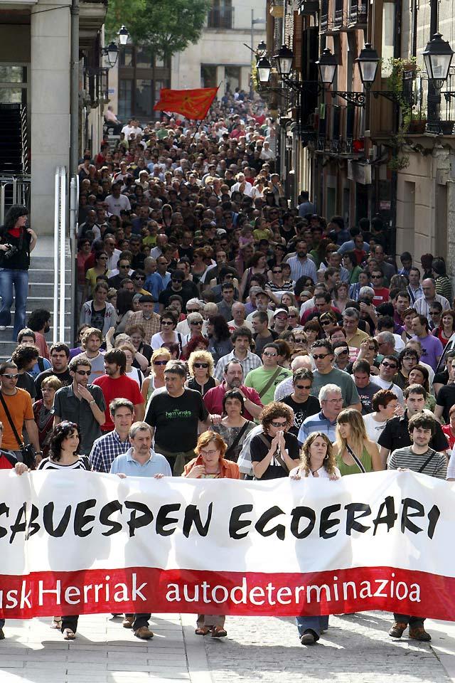 Miles de personas protestan en Mondragón contra la detención de su alcaldesa