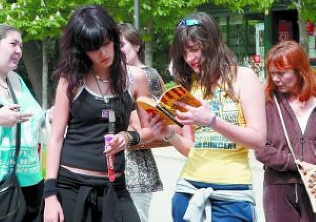 """El """"bookcrossing"""" libera en Madrid más de 500 libros"""