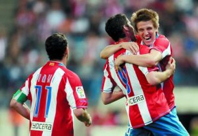 El Atlético cumple con el Recre