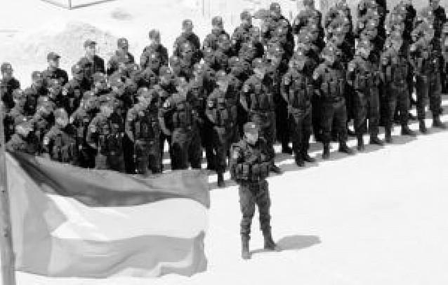 Agentes de la nueva policía palestina patrullan Jenín