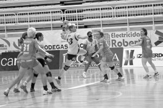 Itxako Navarra se impone al Ribarroja en un duro partido