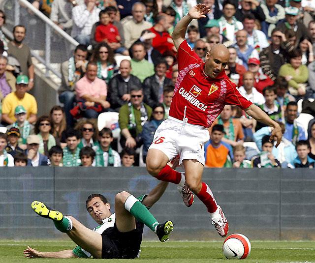 El Racing casi se asegura la UEFA al ganar a un Murcia que ya es de Segunda