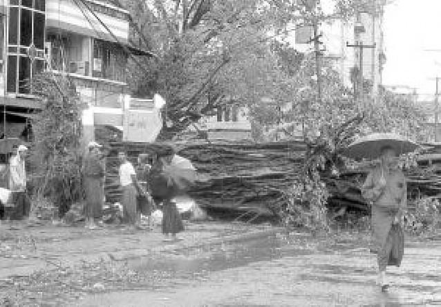 Un ciclón deja 350 muertos y miles de edificios destruidos en el sur de Birmania