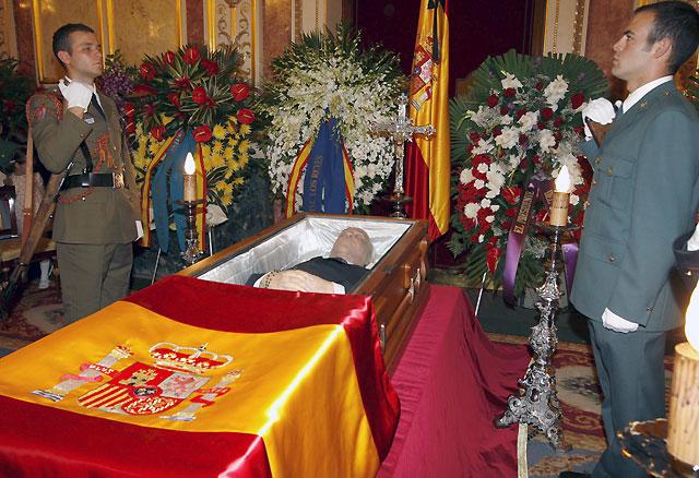 Las altas instituciones del Estado despiden a Calvo Sotelo en el Congreso