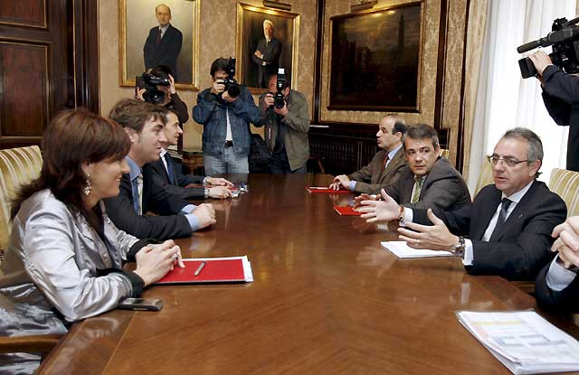Gobierno de Navarra y PSN acuerdan sustituir la devolución de los 400 euros por una reforma fiscal