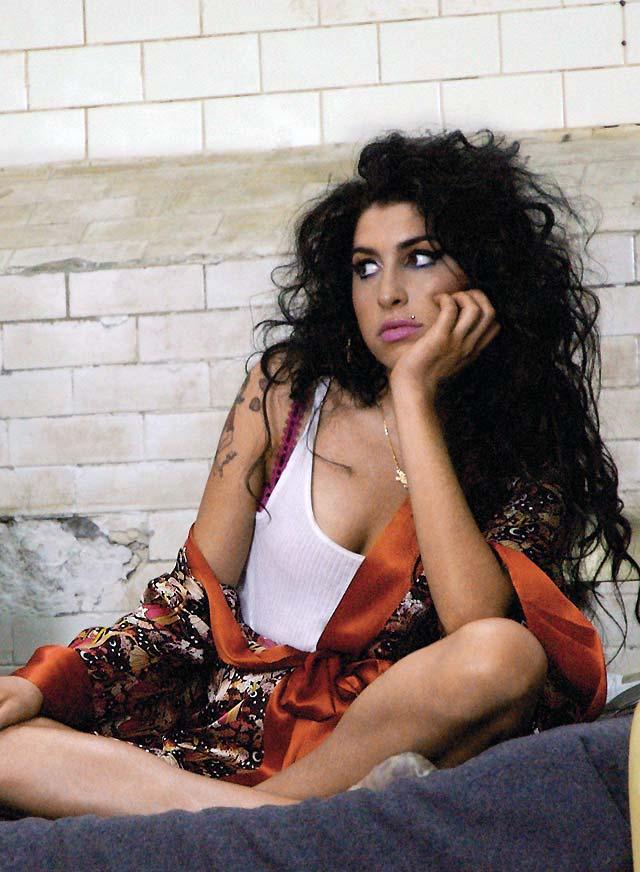 Amy Winehouse no está preparada para grabar el tema del último filme de James Bond