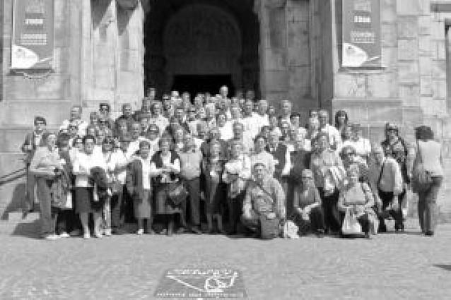 Cien personas de ocho localidades de la Ribera viajan al santuario de Lourdes