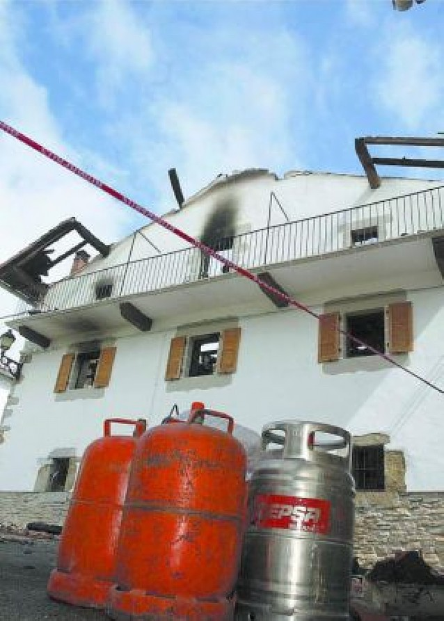 Otra casa calcinada por un incendio, ahora en Erice (Atez)