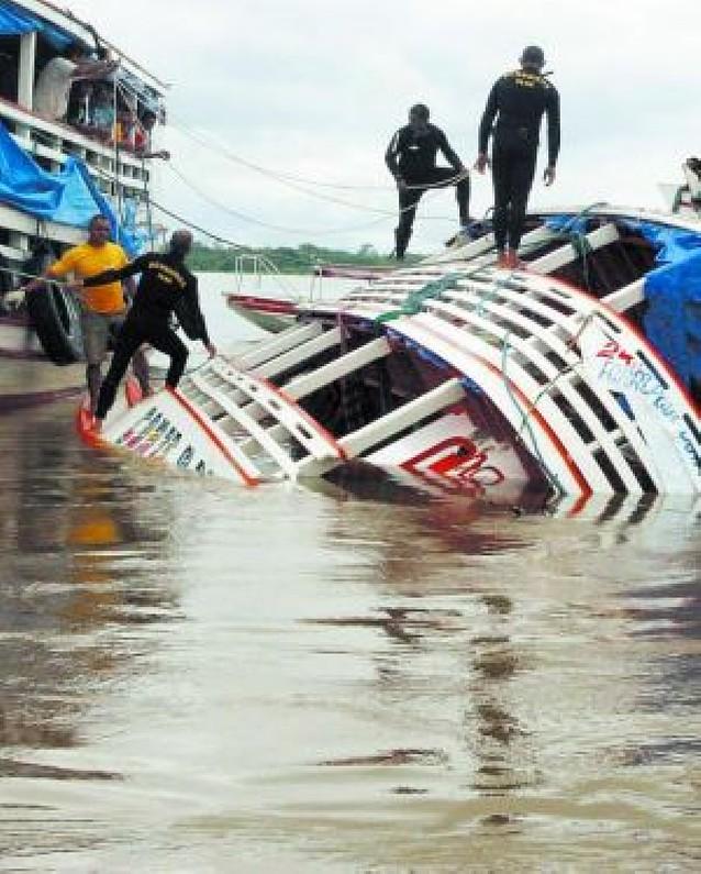 Rescatados 17 cadáveres del barco hundido en Manaos