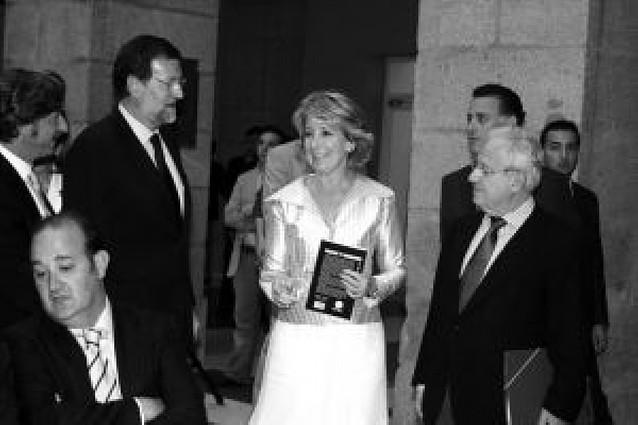 """Del Burgo dice a Rajoy y Aguirre que les queda mucho """"por decir y hacer"""" en común"""