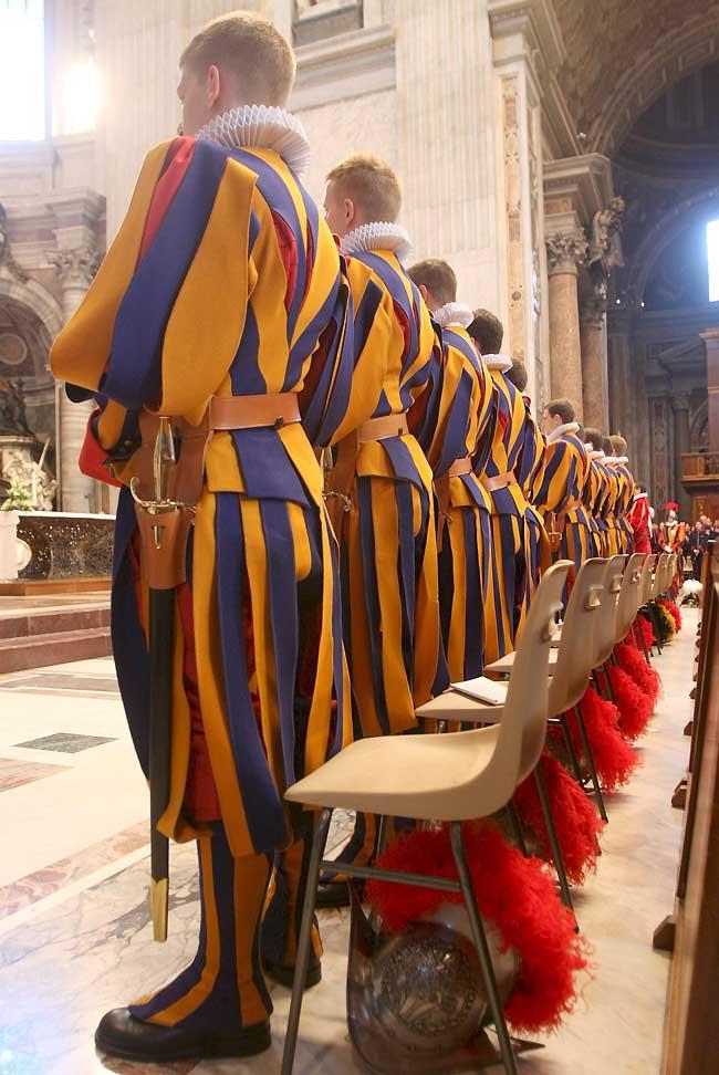 Juran fidelidad al Papa los nuevos miembros de la Guardia Suiza del Vaticano