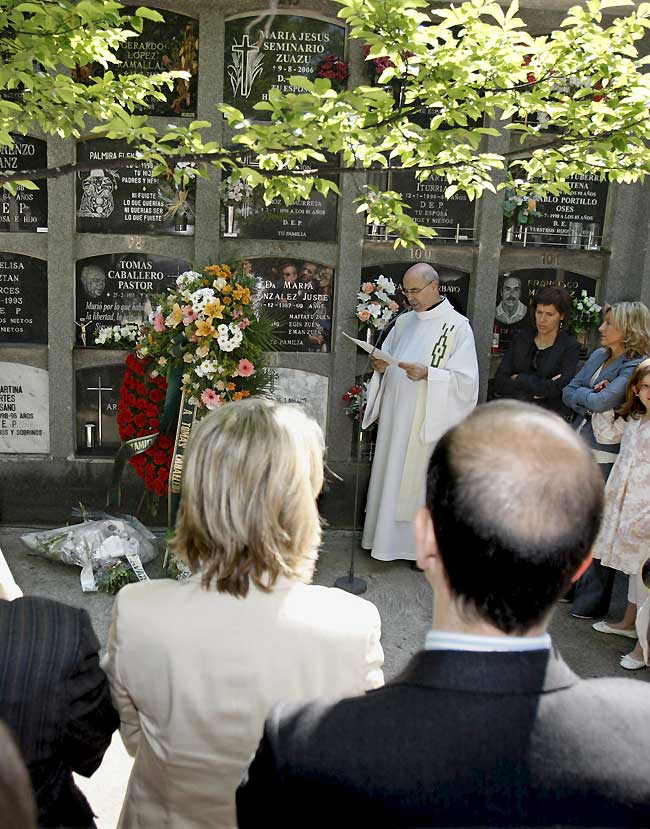 Familiares y compañeros rinden homenaje a Tomás Caballero diez años después de su asesinato