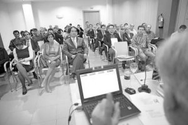 Las empresas lanzan un plan para paliar el déficit en investigación y desarrollo en la zona