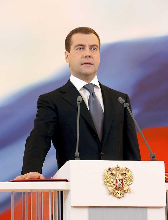 Medvédev tomó posesión del cargo de presidente de Rusia