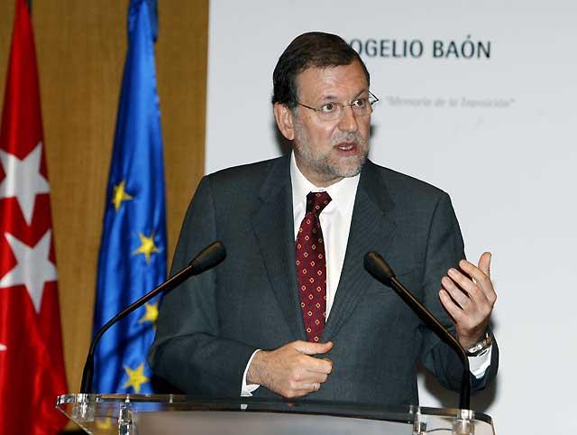 """Rajoy pide """"tranquilidad"""" en un """"momento difícil"""" para el PP, porque el partido sabrá """"sobreponerse"""""""