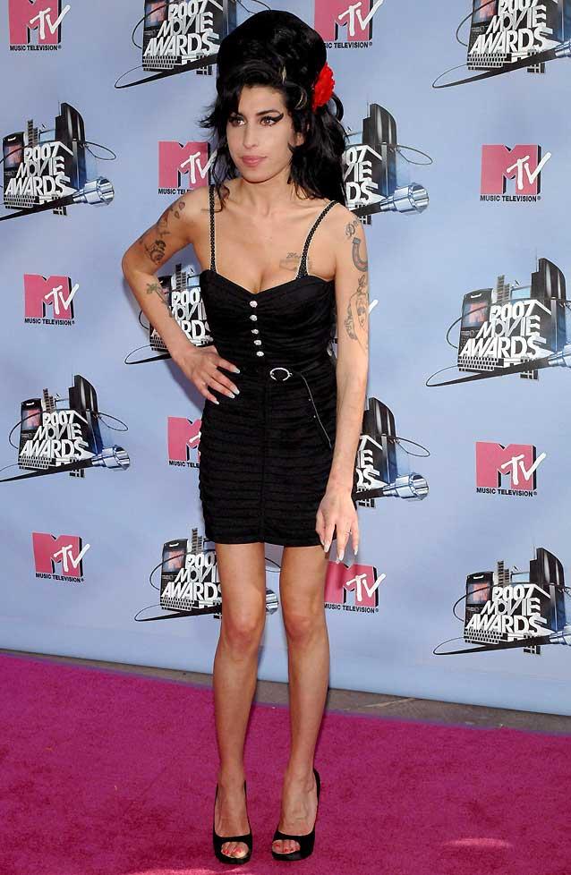 Amy Winehouse, detenida en relación con presuntos delitos de drogas