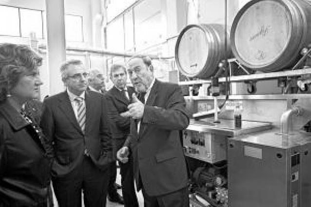 Una empresa de Viana prolonga la vida de las barricas de vino