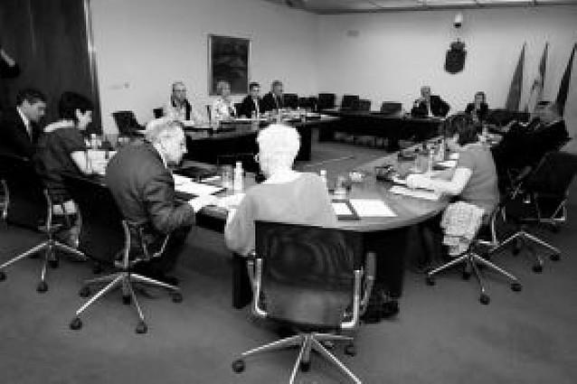 El Parlamento foral da luz verde en comisión a la Carrera Profesional de Enfermería