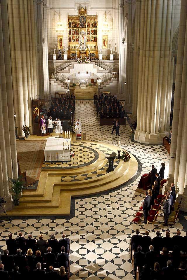 La Familia Real preside el funeral de Estado en la catedral de la Almudena en memoria de Calvo Sotelo