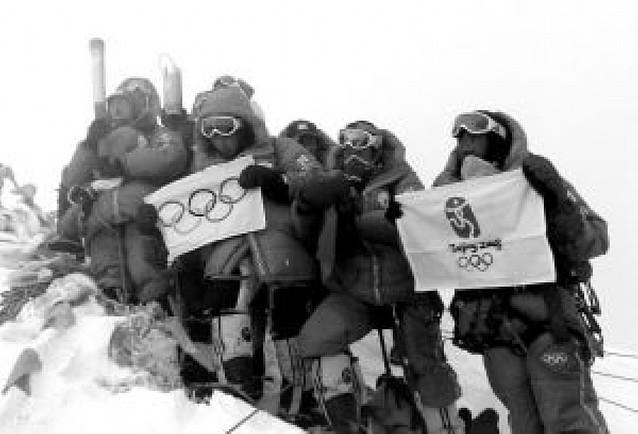 La llama olímpica, en el Everest