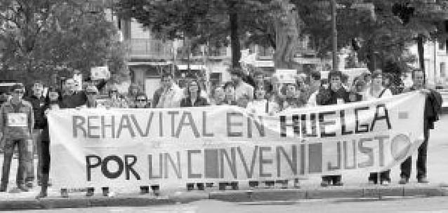La huelga de Rehavital, frente al Parlamento