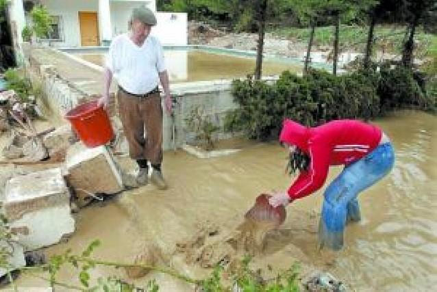 Desalojadas 16 familias en Jaén tras desbordarse un río por las fuertes lluvias