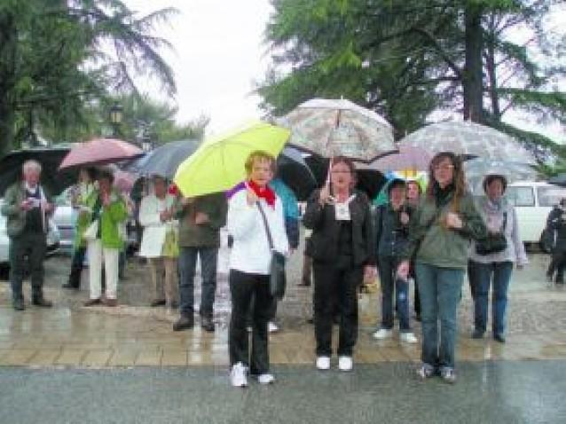 Los vecinos de Abárzuza llenan el Puy a pesar del mal tiempo