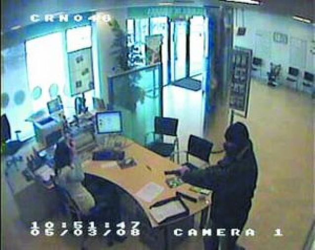 Ingresa en prisión un atracador de cinco bancos