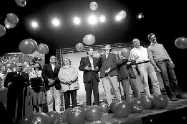 Rajoy muestra la primera carta y da el nombre de González Pons para su equipo
