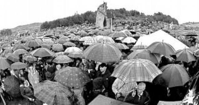 Varios miles de personas inauguraron ayer el Parque de la Memoria de Sartaguda