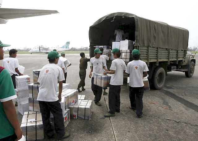 La ayuda internacional comienza a llegar de forma más fluida a Birmania