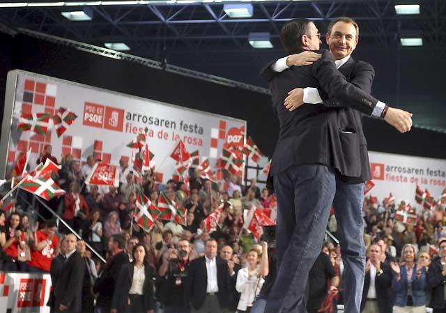 Zapatero pide a Ibarretxe que dialogue con Patxi López y el resto de fuerzas vascas