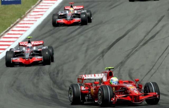 """Alonso: """"Tuve suerte porque uno de los que tenía delante pinchó"""""""