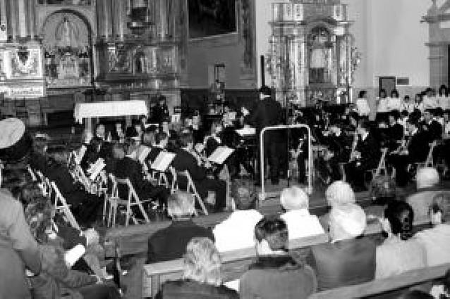 La banda de Olite homenajea al músico local Higinio Landívar