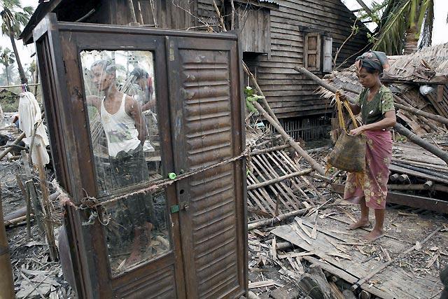 Los militares reparten a su antojo y con improvisación la escasa ayuda que llega a Birmania