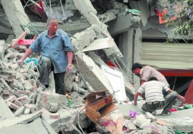 Más de 8.600 personas mueren en el peor terremoto sufrido por China en 30 años