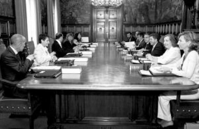 """El Gobierno foral se queja formalmente a Zapatero de la """"injerencia"""" de Ibarretxe"""