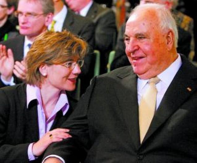 El ex canciller Helmut Kohl se casa con su novia, 34 años más joven que él