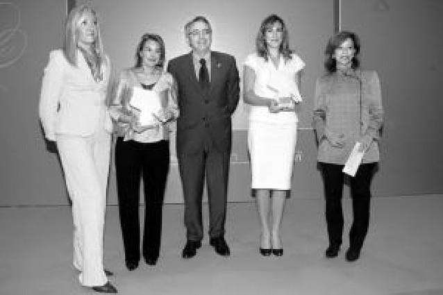Ana Beltrán e Idoia Altadill recibieron ayer los premios Empresaria y Directiva 2008