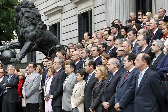 """Los partidos se comprometen a combatir juntos a ETA para """"derrotarla definitivamente"""""""