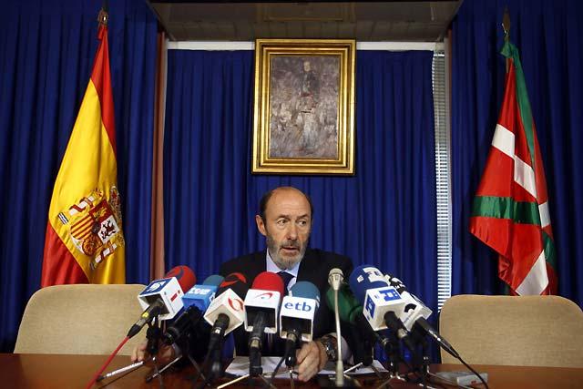 """Rubalcaba habla de una cantidad """"sustantiva"""" de explosivo y dice que ETA pretendía """"una masacre"""""""