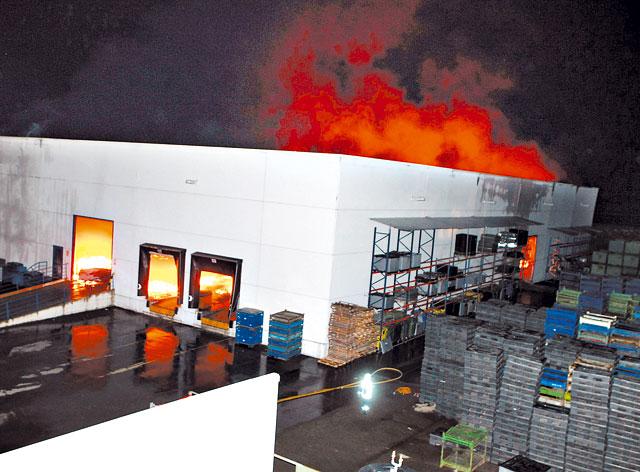 Un incendio destruye el almacén de la empresa de plásticos Propisa, en Orkoien
