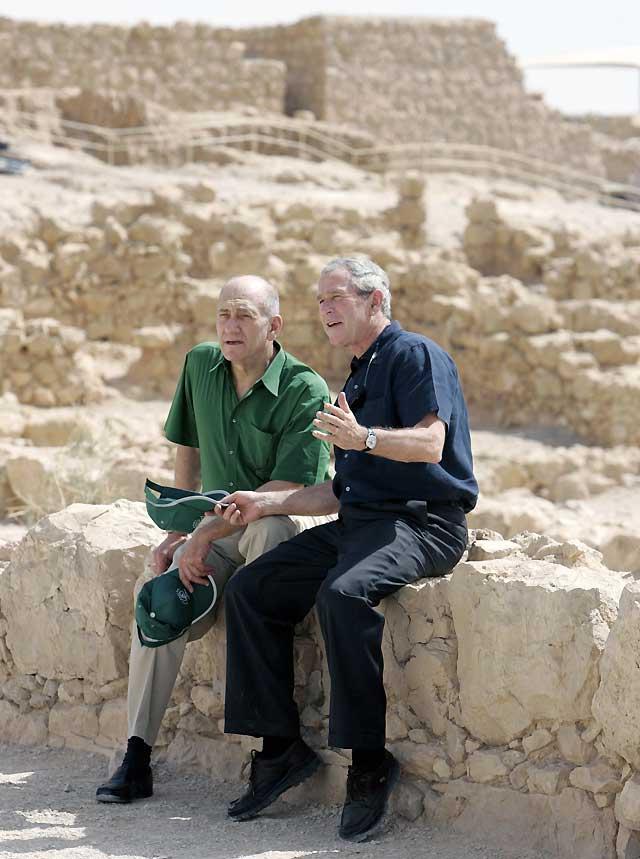 Bush visita la fortaleza de Masada, símbolo de la resistencia judía contra enemigos poderosos
