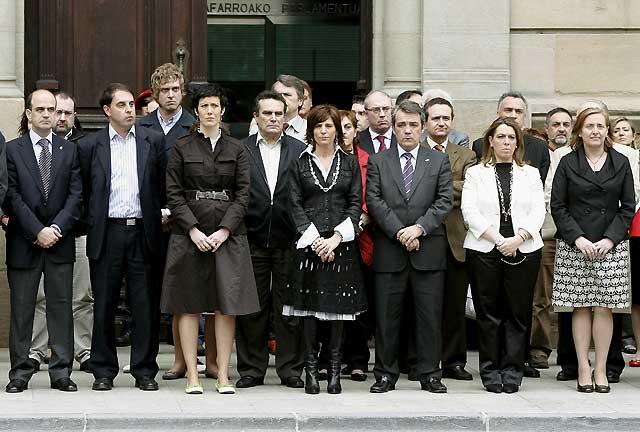 Repulsa unitaria al atentado de Gobierno, Parlamento, partidos y sindicatos en Navarra
