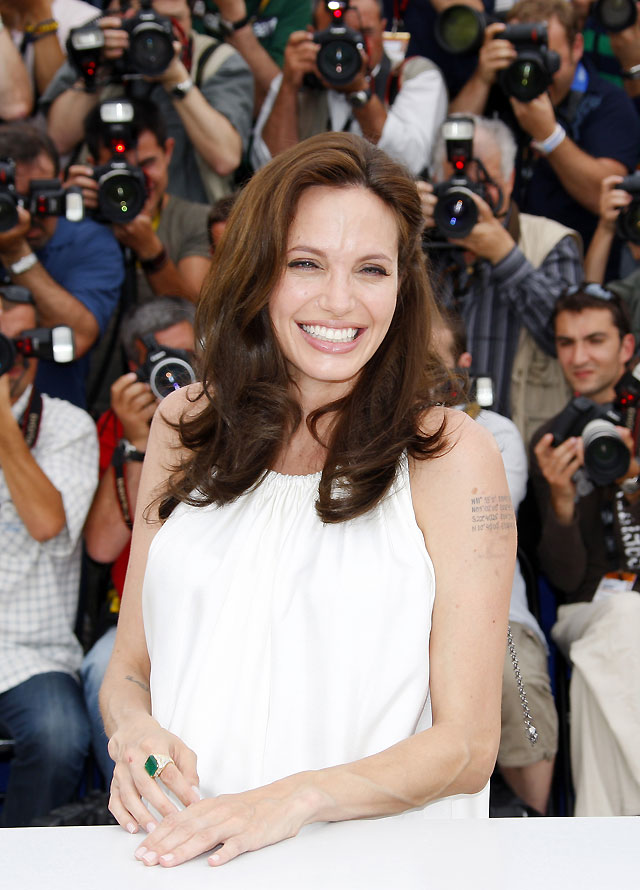 Angelina Jolie prevé tener sus gemelos en agosto en Francia