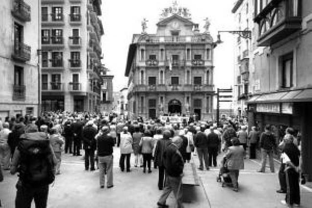 Pamplona condena el asesinato de Juan Manuel Piñuel con la abstención de ANV