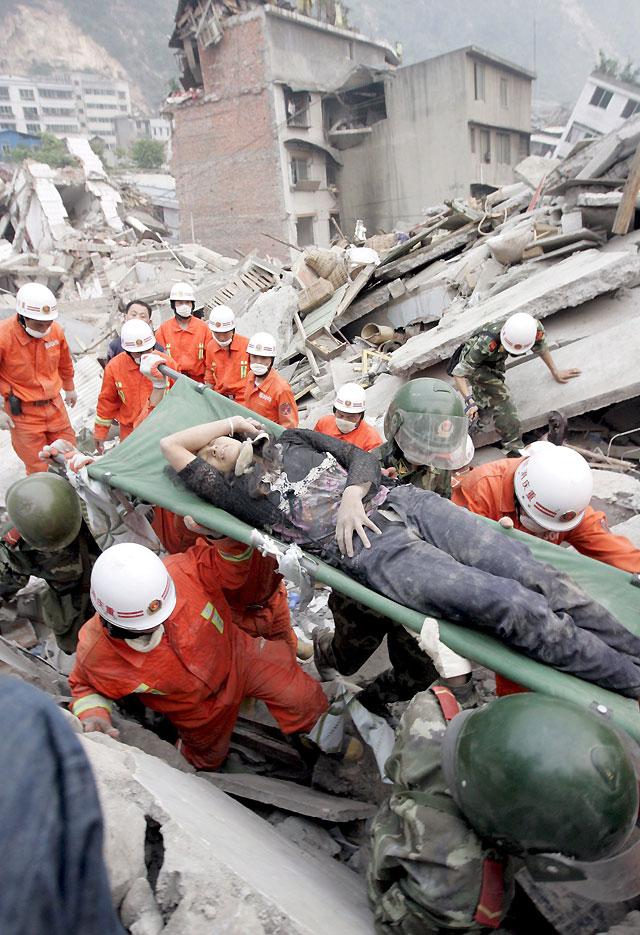 La cifra oficial de muertos por el seísmo en China se sitúa en 22.000 pero aún se siguen hallando supervivientes