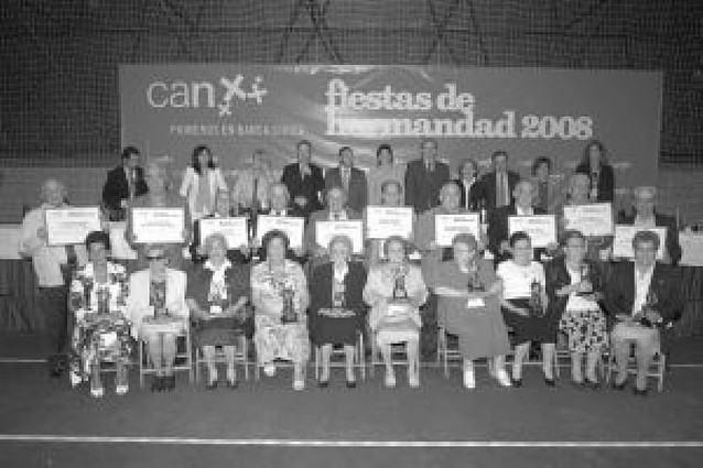 Homenaje de Caja Navarra a 17 matrimonios