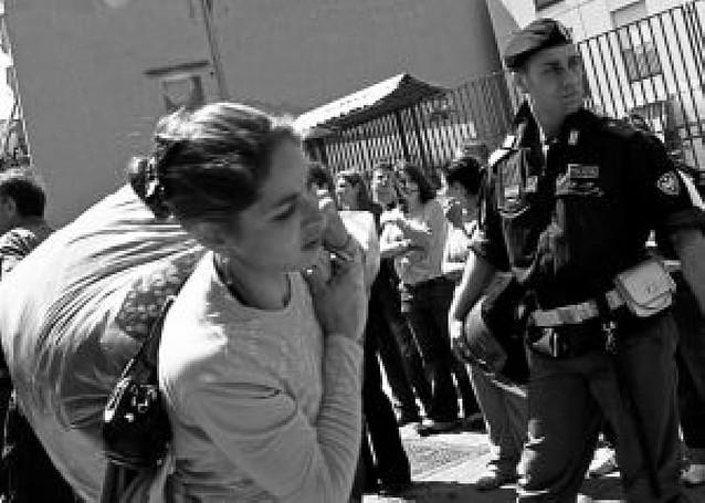 El gobierno italiano condena la violencia contra los campamentos de rumanos
