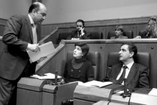 Diez de los quince parlamentarios del PP vasco piden a San Gil que rectifique